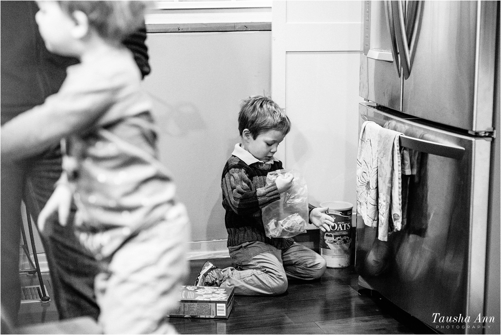 Wallace_Family-Life_At_Sunrise_Day_In_The_Life_Nashville_Moms_Blog_Tausha_Ann_Photography_Family_Lifestyle_Eating_Breakfast